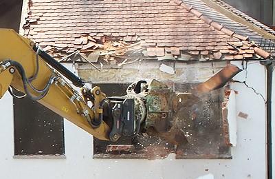 Demolición de edificaciones varias